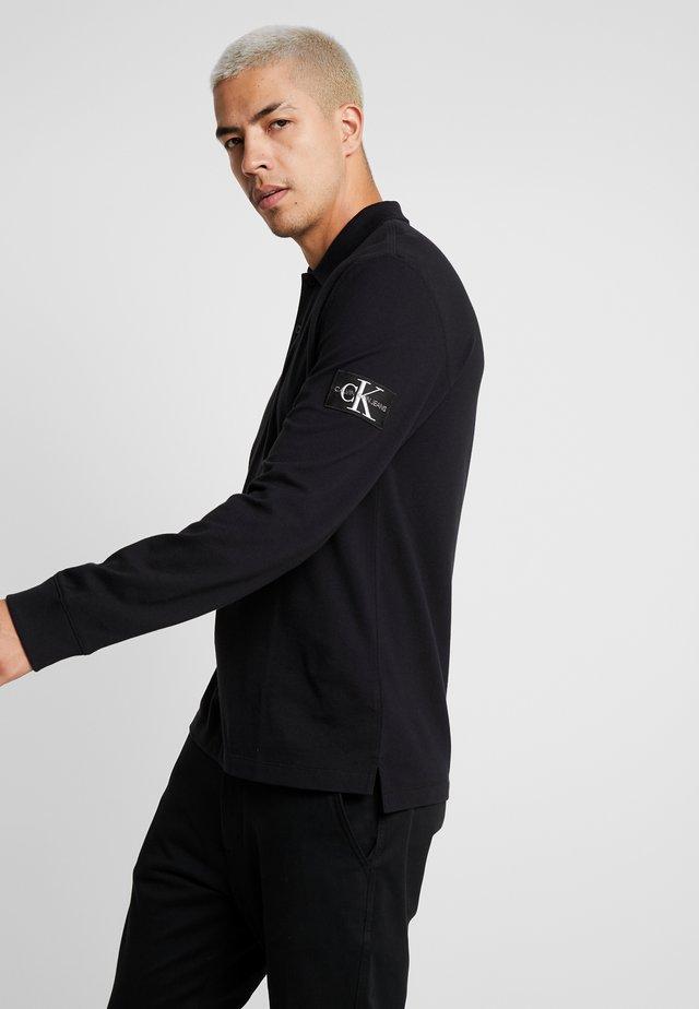 MONOGRAM BADGE - Polo shirt - black