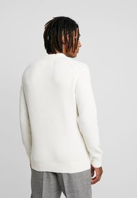 Calvin Klein Jeans - INSTIT LOGO - Svetr - egret/beet - 2
