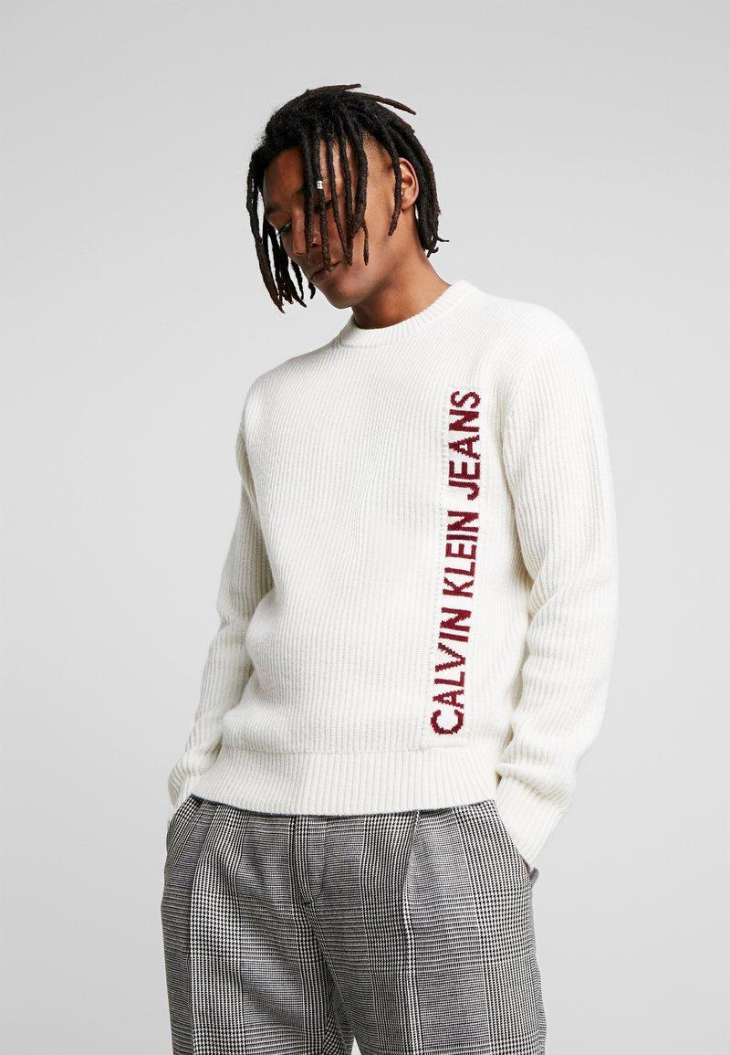 Calvin Klein Jeans - INSTIT LOGO - Svetr - egret/beet