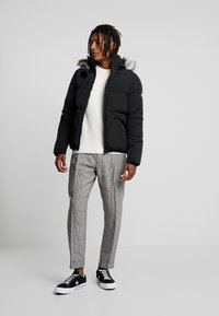 Calvin Klein Jeans - INSTIT LOGO - Svetr - egret/beet - 1