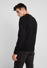 Calvin Klein Jeans - MIRRORED MONOGRAM SWEATER - Svetr - black - 2