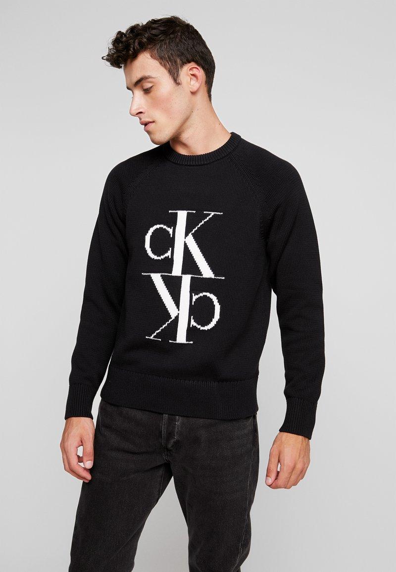 Calvin Klein Jeans - MIRRORED MONOGRAM SWEATER - Svetr - black