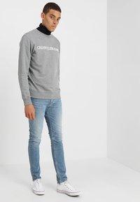 Calvin Klein Jeans - CORE INSTITUTIONAL LOGO - Sweater - grey heather - 1