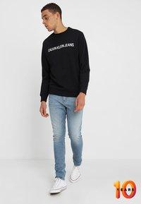 Calvin Klein Jeans - CORE INSTITUTIONAL LOGO - Sweatshirt - black - 1