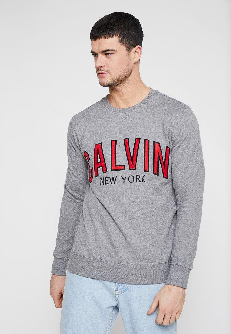 Crew Klein Graphic NeckSweatshirt Jeans Grey Calvin WxBordCe