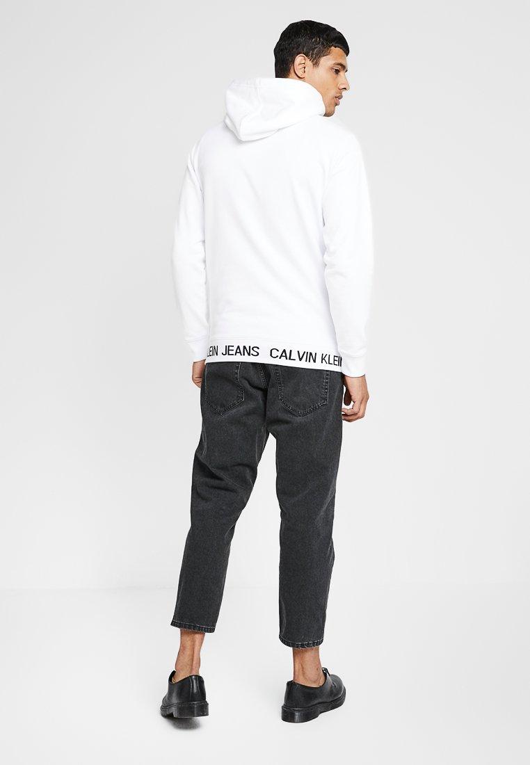White Waistband Jeans Instit Logo Klein À Capuche Calvin HoodieSweat XZkuOTPi