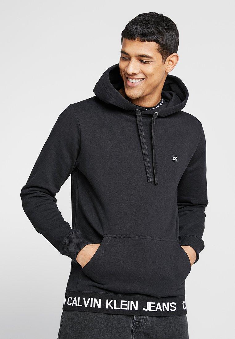 Calvin Klein Jeans - INSTIT LOGO WAISTBAND HOODIE - Kapuzenpullover - black