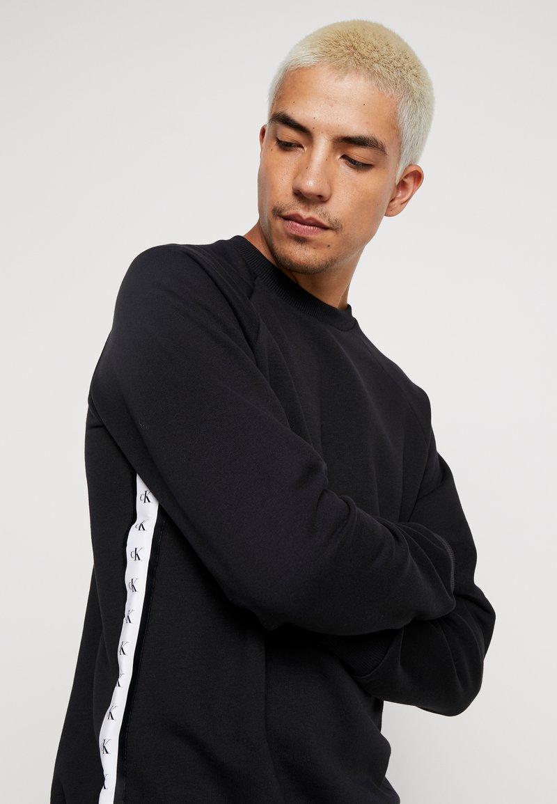 Calvin Klein Jeans - MONOGRAM TAPE  - Sweatshirt - black
