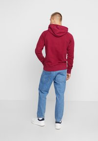 Calvin Klein Jeans - WASHED RELAXED MONOGRAM HOODIE - Mikina skapucí - beet red - 2