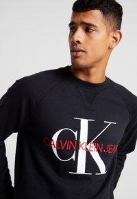 Calvin Klein Jeans - RELAXED MONOGRAM - Sweatshirt - black - 4