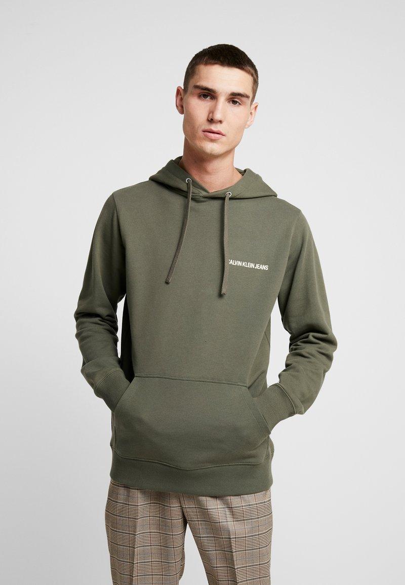 Calvin Klein Jeans - SMALL INSTIT HOODIE - Hoodie - dark green
