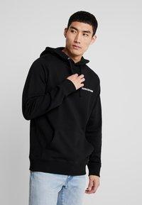 Calvin Klein Jeans - SMALL INSTIT HOODIE - Hoodie - black - 0