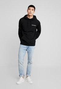 Calvin Klein Jeans - SMALL INSTIT HOODIE - Hoodie - black - 1