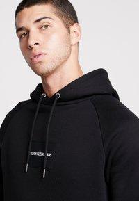 Calvin Klein Jeans - Hoodie - black / white - 3