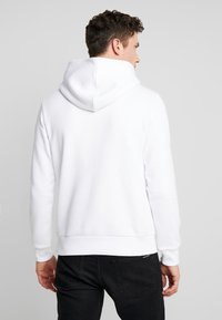 Calvin Klein Jeans - CHEST MONOGRAM HOODIE - Hoodie - bright white - 2