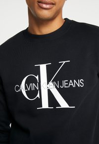 Calvin Klein Jeans - ICONIC MONOGRAM CREWNECK - Sweatshirt - black - 5