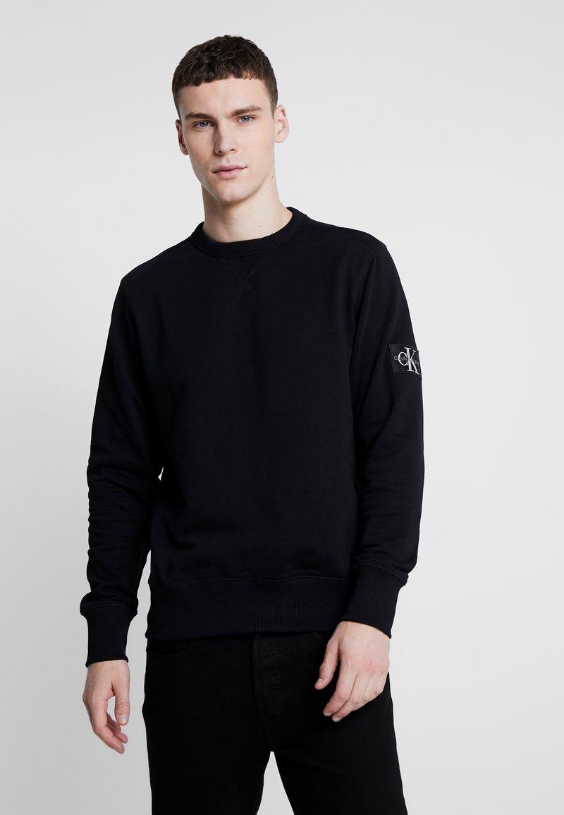 Calvin Klein Jeans - MONOGRAM SLEEVE BADGE - Sweatshirt - black