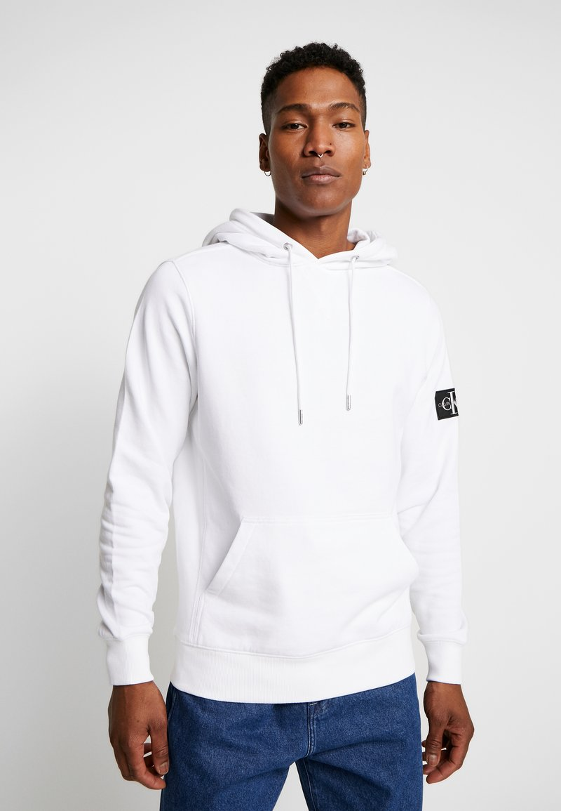 Calvin Klein Jeans - MONOGRAM SLEEVE BADGE HOODIE - Hoodie - bright white