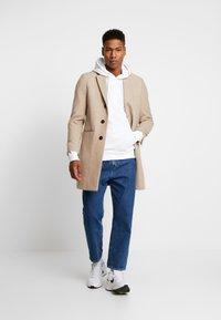 Calvin Klein Jeans - MONOGRAM SLEEVE BADGE HOODIE - Hoodie - bright white - 1