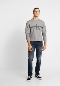 Calvin Klein Jeans - TAPING THROUGH MONOGRAM - Mikina - mid grey heather - 1
