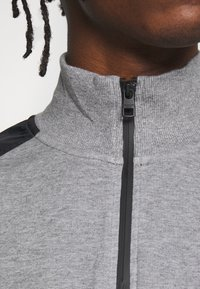Calvin Klein Jeans - MIXED MEDIA MOCK NECK - Sweater - mid grey heather/black - 5