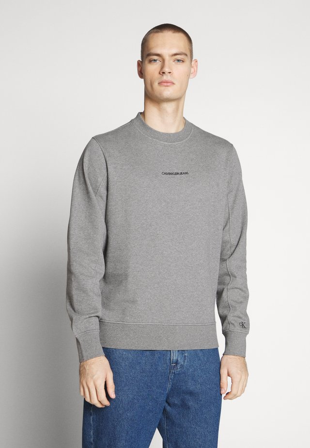 INSTIT CHEST LOGO CREWNECK - Sweatshirt - mid grey heather