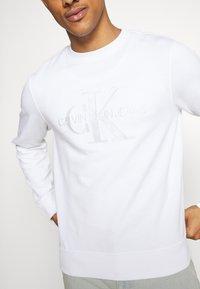 Calvin Klein Jeans - MONOGRAM EMBRO - Sweatshirt - bright white - 5