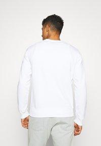 Calvin Klein Jeans - MONOGRAM EMBRO - Sweatshirt - bright white - 2