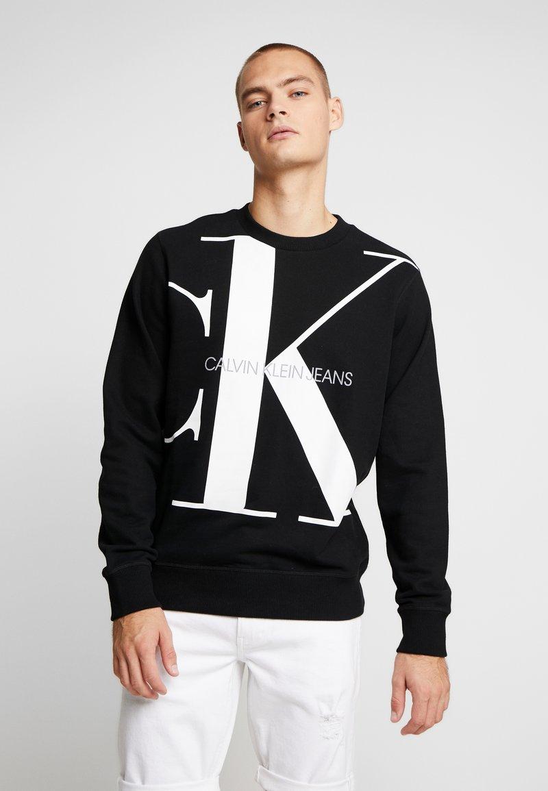 Calvin Klein Jeans - UPSCALE MONOGRAM CREW NECK - Sudadera - black