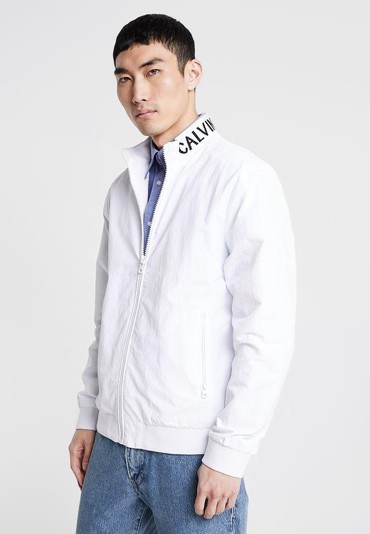 Calvin Klein Jeans - INSTIT LOGO COLLAR  - Summer jacket - white