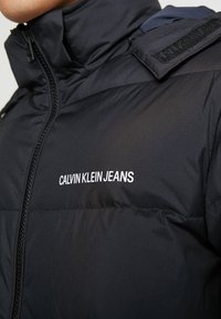 Calvin Klein Jeans - HOODED DOWN PUFFER  - Winterjas - black - 7