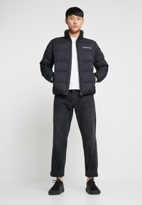 Calvin Klein Jeans - HOODED DOWN PUFFER  - Winterjas - black - 1