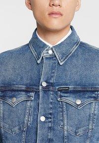 Calvin Klein Jeans - FOUNDATION SLIM JACKET - Cowboyjakker - denim - 5