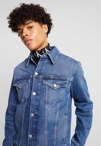 Calvin Klein Jeans - FOUNDATION SLIM JACKET - Kurtka jeansowa - mid blue - 4