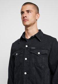 Calvin Klein Jeans - FOUNDATION SLIM JACKET - Kurtka jeansowa - black - 5
