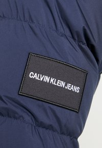 Calvin Klein Jeans - HOODED PUFFER - Down jacket - night sky - 6