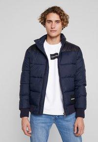 Calvin Klein Jeans - PADDED WESTERN PUFFER - Zimní bunda - night sky / black - 0