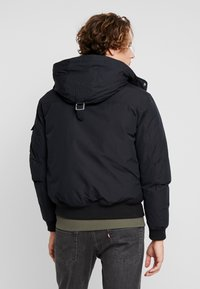 Calvin Klein Jeans - FUR TRIMMED HOODED DOWN BOMBER - Untuvatakki - black - 4