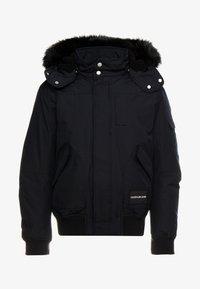 Calvin Klein Jeans - FUR TRIMMED HOODED DOWN BOMBER - Untuvatakki - black - 6