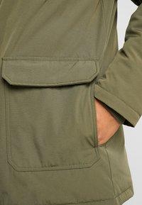 Calvin Klein Jeans - TRIMMED HOODED PADDED  - Dunkappa / -rock - grape leaf - 6