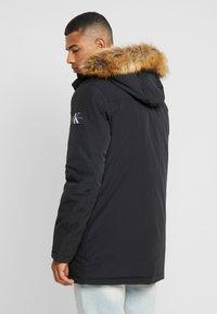 Calvin Klein Jeans - TRIMMED HOODED PADDED  - Dunfrakker - black - 2