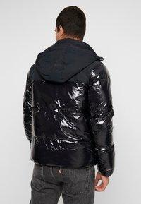 Calvin Klein Jeans - HIGH SHINE PADDED PUFFER - Veste d'hiver - black - 2