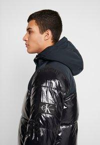 Calvin Klein Jeans - HIGH SHINE PADDED PUFFER - Veste d'hiver - black - 3