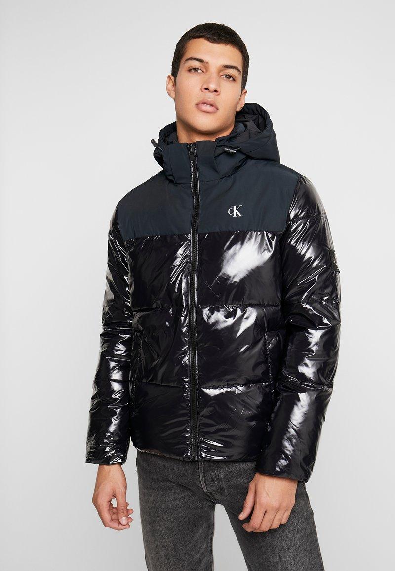 Calvin Klein Jeans - HIGH SHINE PADDED PUFFER - Veste d'hiver - black