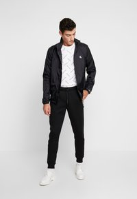 Calvin Klein Jeans - HARRINGTON - Lehká bunda - black - 1