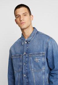 Calvin Klein Jeans - ICONICS OMEGA JACKET - Denim jacket - mid blue - 3