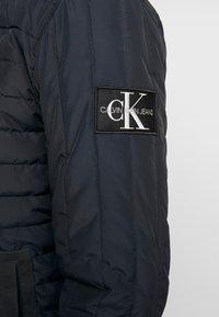 Calvin Klein Jeans - PADDED HOOD ZIP THROUGH - Kurtka przejściowa - black - 7