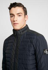 Calvin Klein Jeans - PADDED HOOD ZIP THROUGH - Kurtka przejściowa - black - 5