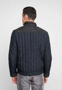 Calvin Klein Jeans - PADDED HOOD ZIP THROUGH - Kurtka przejściowa - black - 2