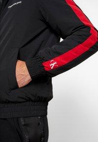 Calvin Klein Jeans - PADDED JACKET - Vinterjacka - black/racing red - 4